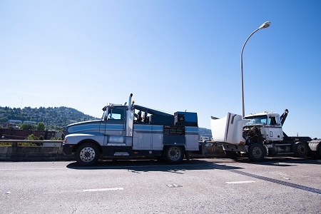Mobile Repair Shop On The Basis Of Towing Semi Truck Is Repairing Faulty Semi Truck On The Road